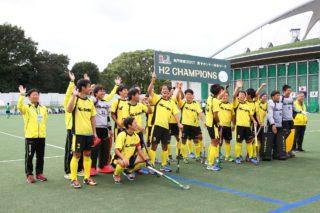 本日の勝利でH2カテゴリー優勝。来季H1カテゴリーへ昇格でき、応援に掛けつけてくれたファンに手を振る『福井クラブ』の選手たち