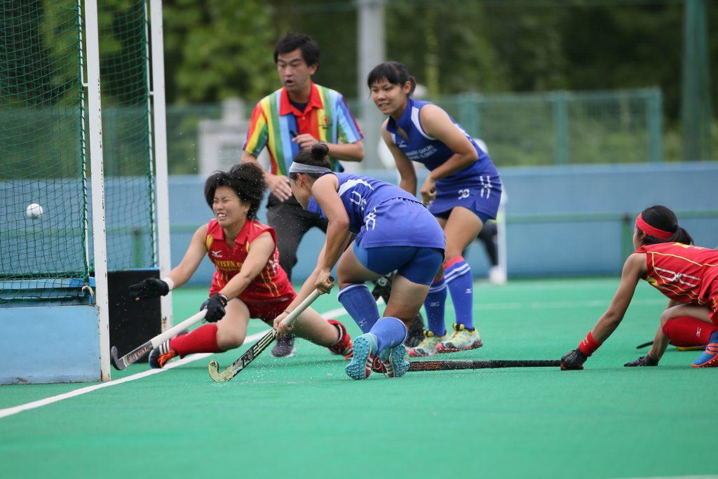 #7小宮晴菜選手(青左)が2得点目を決めて『山梨学院CROWNING GLORIES』が試合の波に乗る