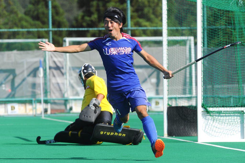 第2クォーターの1分、『山梨学院OCTOBER EAGLES』11番の上澤選手のゴールで逆転